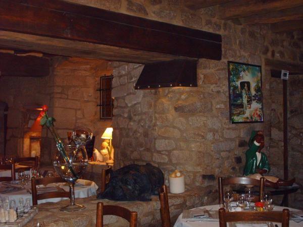 C'est dans un cadre datant du XVIIe siècle, que Éliane et Michel vous accueillent et espèrent passer avec vous un agréable moment.