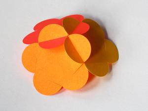 un Tactoid càd une sphère formée à partir de 12 formes de fleurs assemblée entre des fentes. Ces dernières seront donc utilisez pour joindre les pétales.