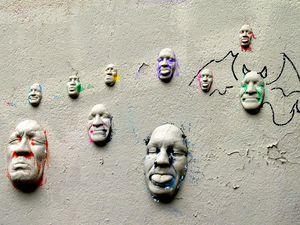 1. Faces murales 2. Hulk de verre