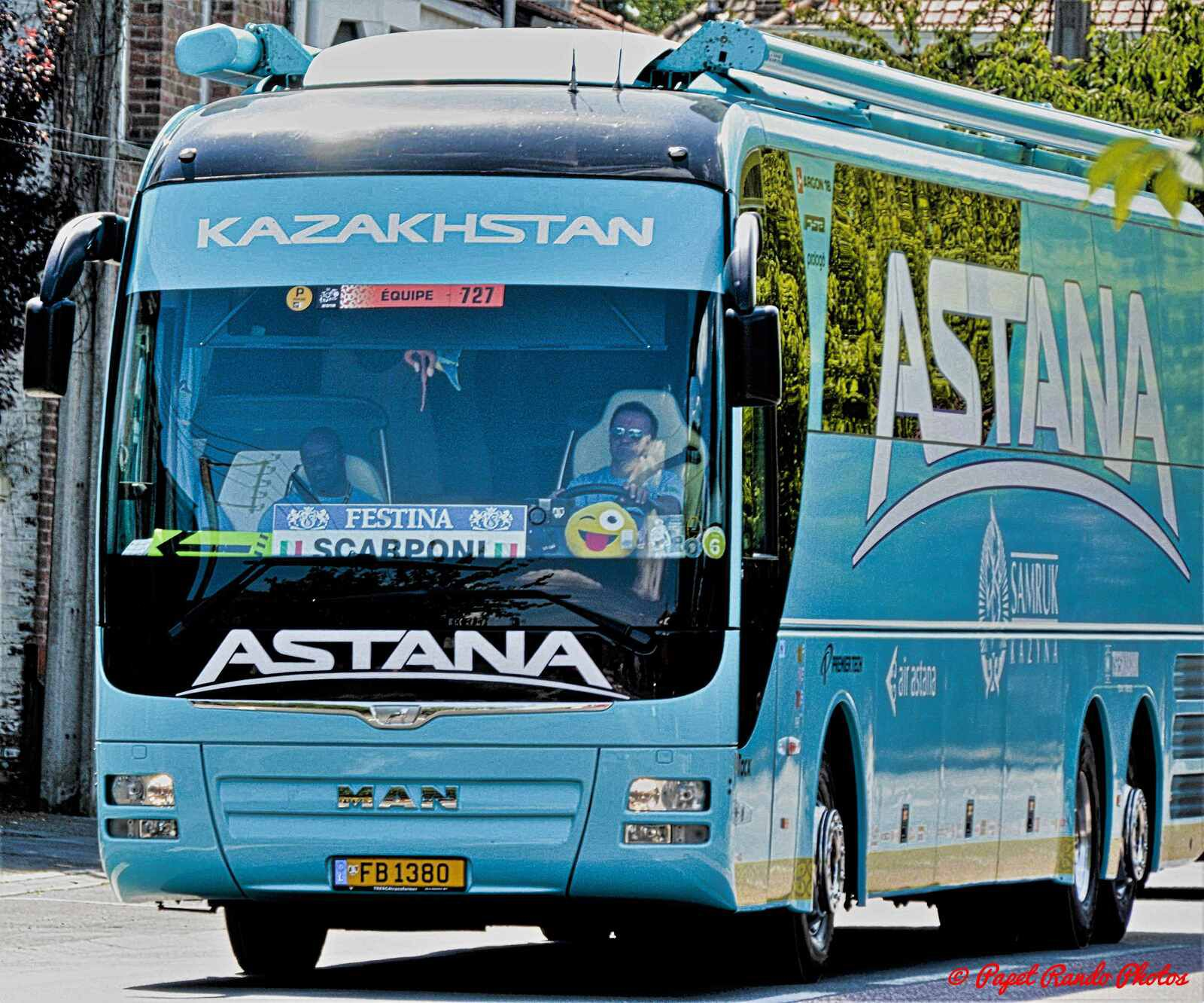 Arrention la caravane du TOUR DE FRANCE arrive  2018
