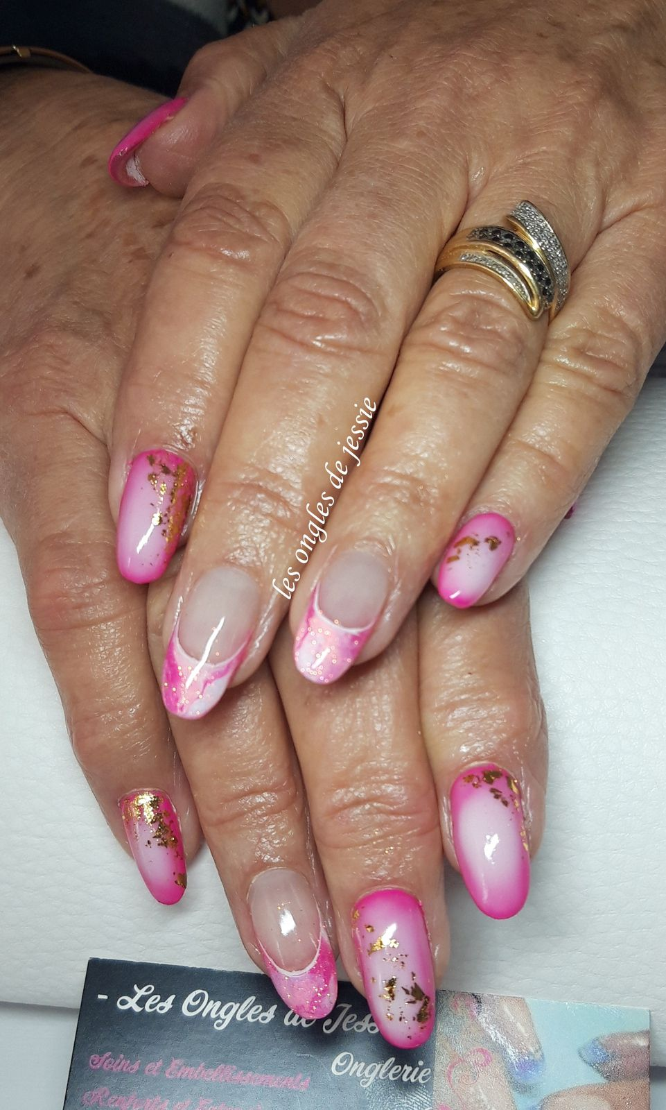 vernis contouring rose et touches d'or