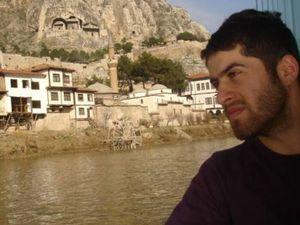 Osman Ervasa, 24 ans, était employé d'aéroport, d'abord à Batman (Kurdistan turc), puis à Ordu (mer Noire). Ramazan Çalışkan, 35 ans, était membre du HDP à Inegöl (département de Bursa, ouest de la Turquie).