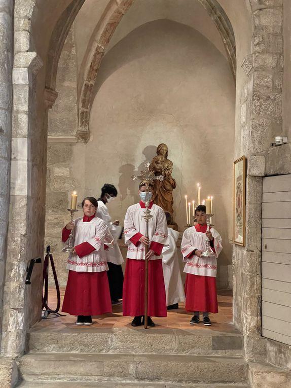 Messe du 7e dimanche de Pâques et Première communion d'Alexandra PRETOT. 