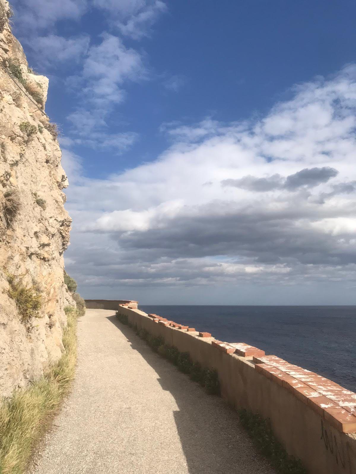La strada del Faro di Capo Zafferano (Foto di Maurizio Crispi)