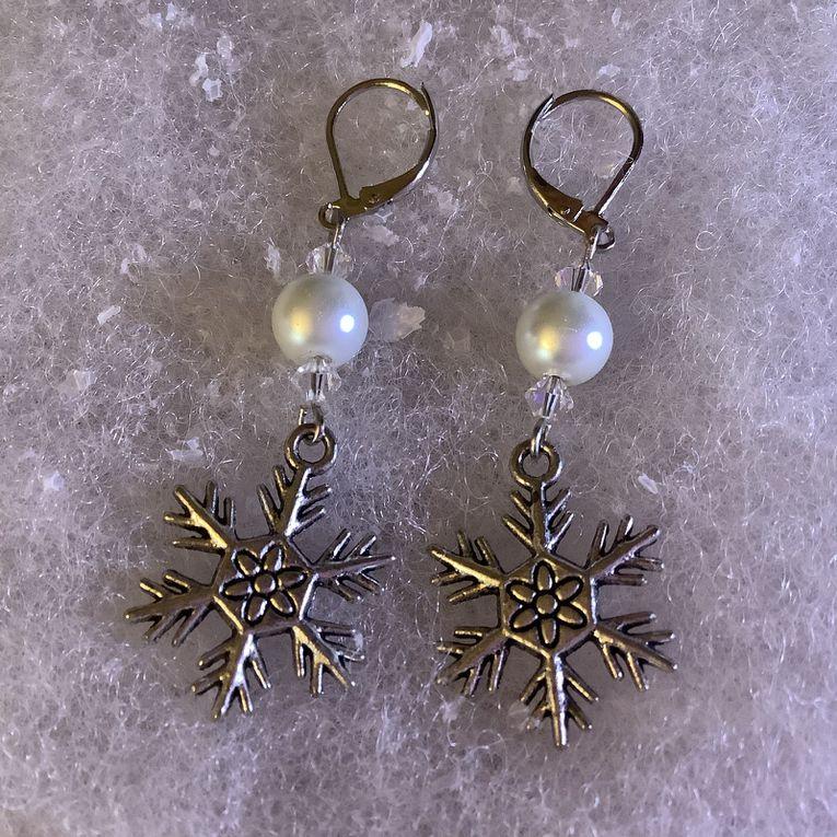 Bijoux: une jolie paire de boucles d'oreilles flocon