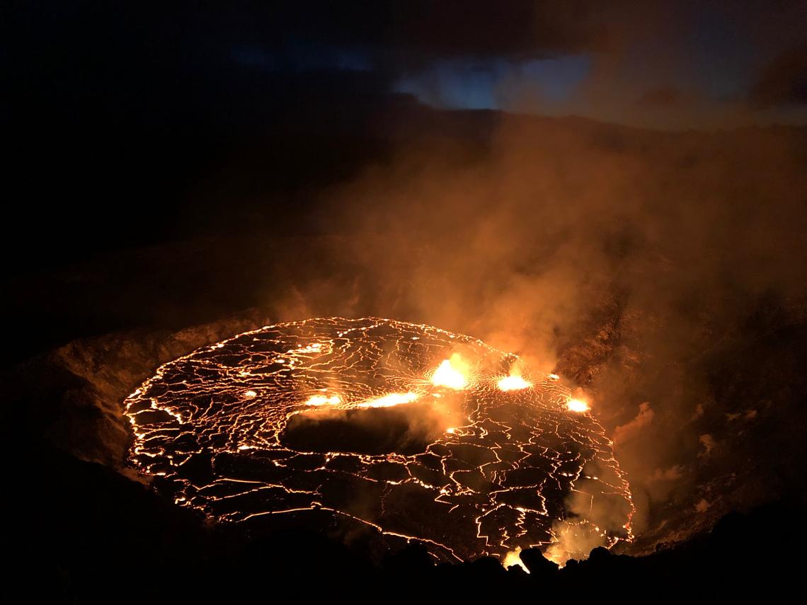 Kilauea - le lac de l'Halema'uma'u le 30.09.2021 à l'aube  - photo B. Carr.  / USGS - HVO