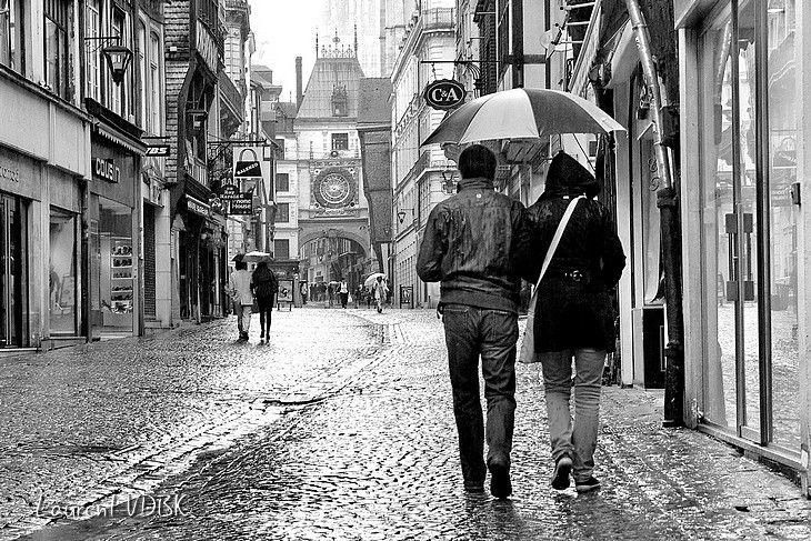 1308 - Les parapluies de la rue du Gros Horloge