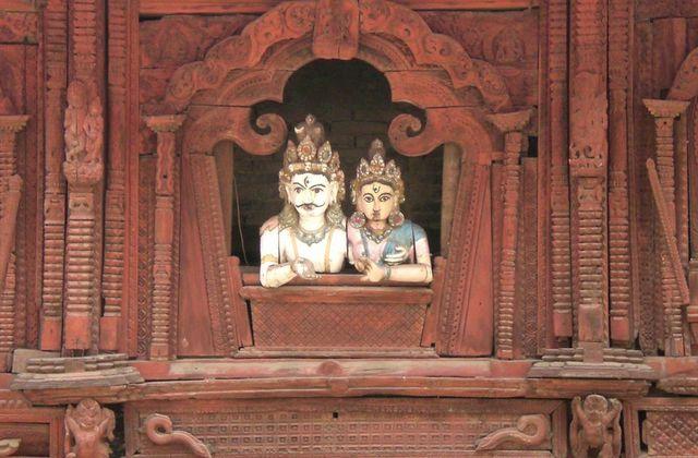 Cyprine et sperme sur les genoux de Shiva