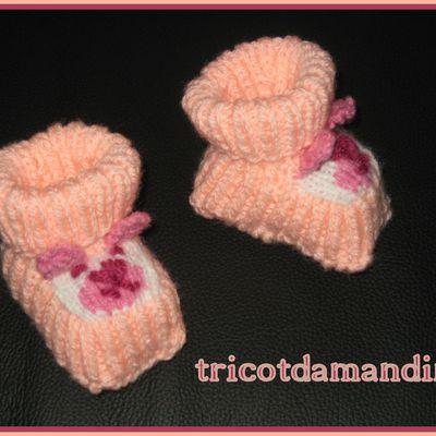 Des chaussons pour un cadeau de naissance ...