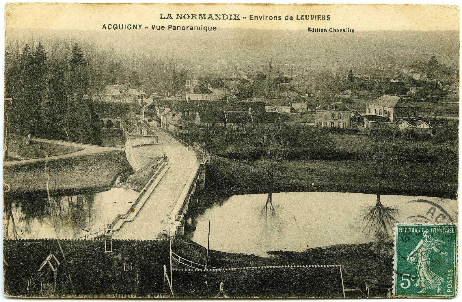 Vue générale depuis la falaise est sur une carte postale des années 1910 conservée aux Archives départementales de l'Eure (10 NUM 3612).