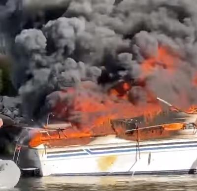 Incendie bateau catastrophique le 3 octobre 2020 au Crab Shell Restaurant #Vidéochoc