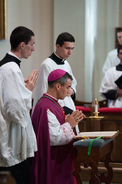 Première Messe Basse Pontificale de Mgr Selway
