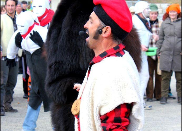 St LAURENT DE CERDANS (La fête de l'ours 2012)
