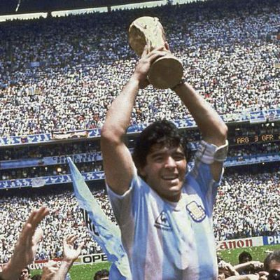 Disparition. Maradona, la légende du gamin en or