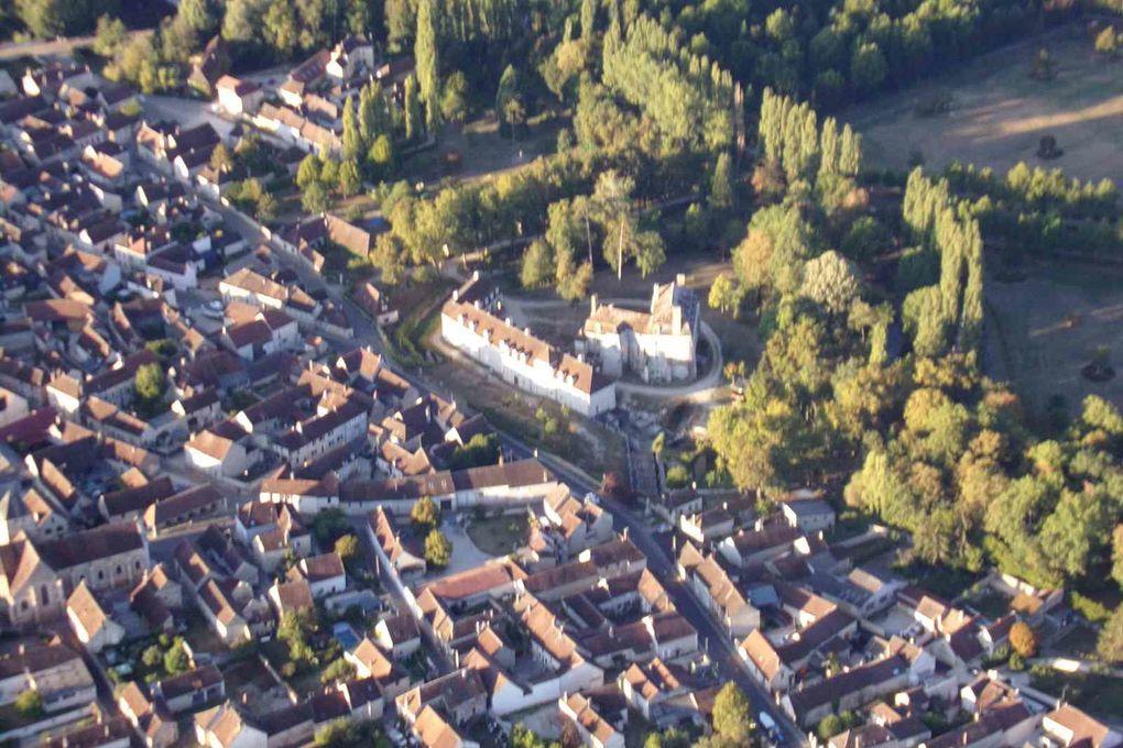 Maligny et son château qui éclate de blanc sous le soleil matinal.