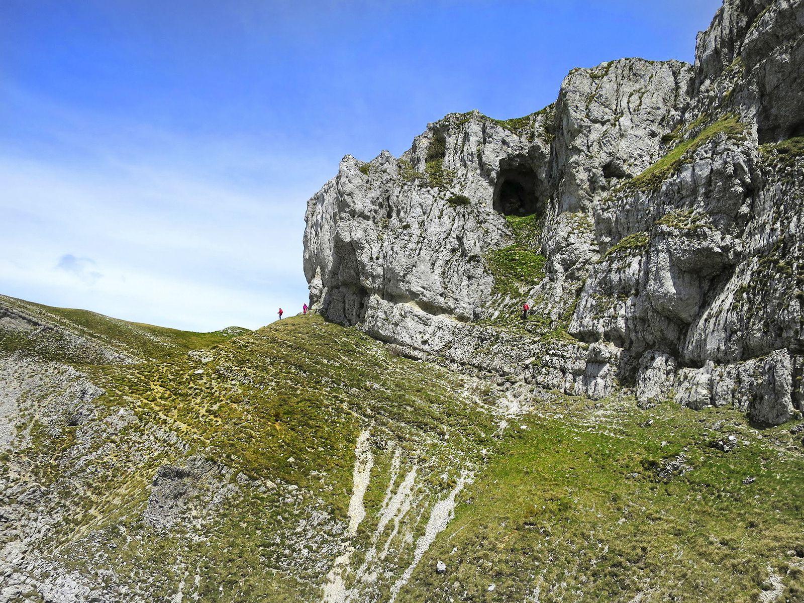 En passant sous cette grotte, les derniers mètres avant de rejoindre le plateau facilement.