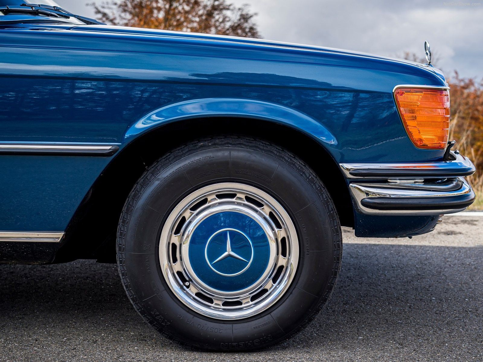 VOITURES DE LEGENDE (1230) : MERCEDES-BENZ  350 SE W116 - 1972