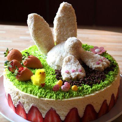 Lapin de Pâques fraisier à la crème diplomate