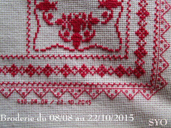 SAL : Plaid Broderie Rouge... Grille 56 /G3