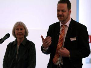 Glanzvolle Abschlussfeier für Deutschlands erste blinde Schriftdolmetscher für Hörgeschädigte - Leuchtturmprojekt des BFW in Veitshöchheim mit doppelter Inklusion