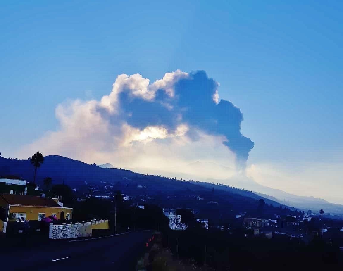 La Palma / Cumbre Vieja - eruptive plume at 08.10.2021 - photo IGNes