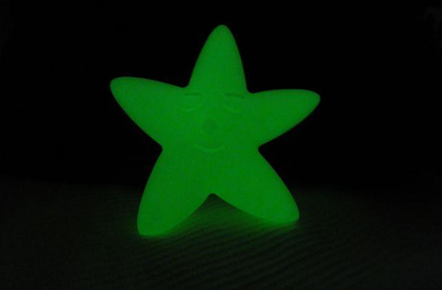 Une étoile brille et veille sur ses nuits