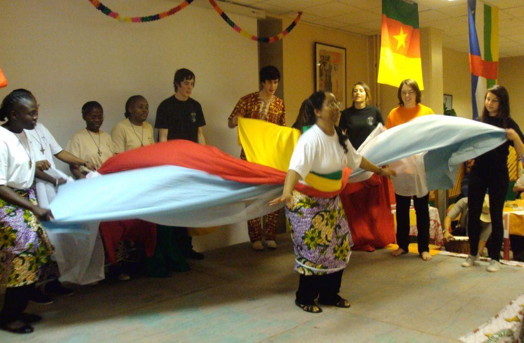 Une soirée malgafricaine : çà se vit ! Voyez plutôt à travers les photos ! Un excellent moyen de se retrouver pour un geste solidaire avec les pays d'Afrique dont Mad'action est partenaire : Madagascar-RCA-Cameroun