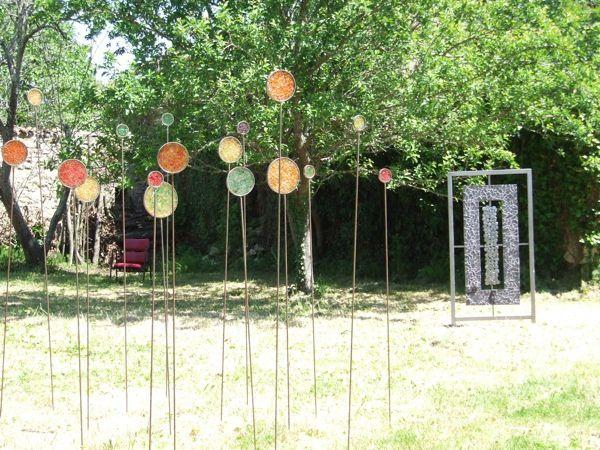 """Le 12 mai 2012, le collectif """"Aux Arts etc."""" fête le Printemps avec une exposition et des animations culturelles diverses à la galerie des Chais du Port. Une vingtaine d'artistes peintres, sculpteurs, mosaïstes, artisans d'art, acteurs, conteurs.."""