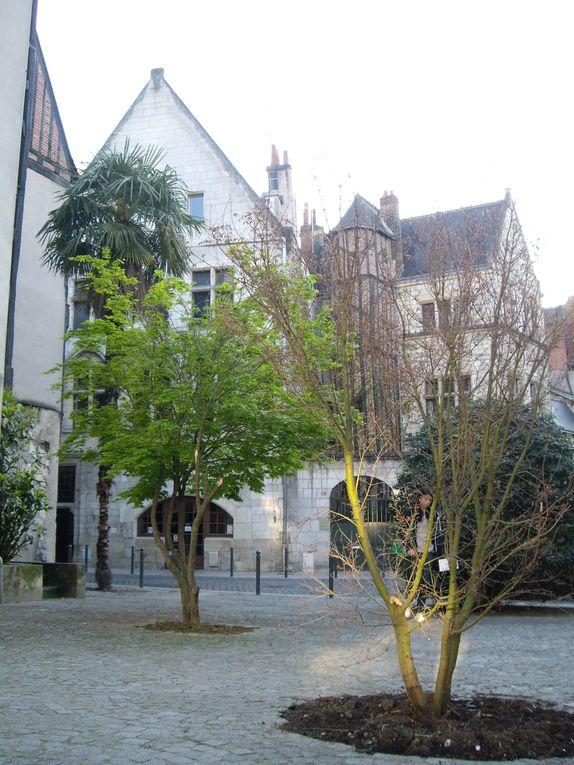 croquis en exterieur, carnet de croquis crayon et aquarelle Vieux Tours et bord de Loire compréhension de la perspective, cadrage compositin et rapidité de l'execution