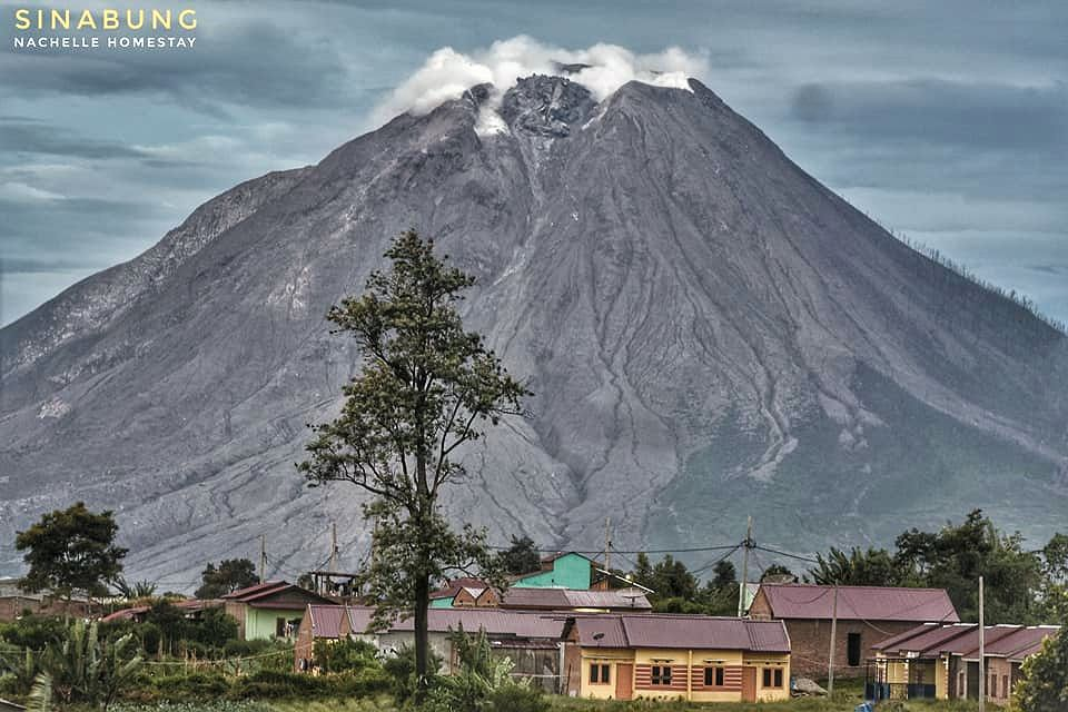 Sinabung - the growing dome on 11.17.2020 - photo Nachelle Homestay