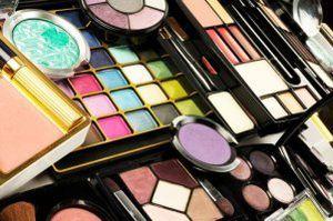 Donne e veleni: quante sostanze tossiche in cosmetici e detersivi?