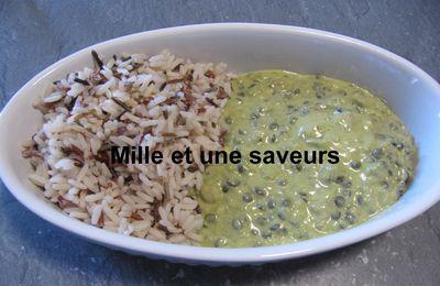 Dhal de lentilles, pâte de curry vert et lait de coco