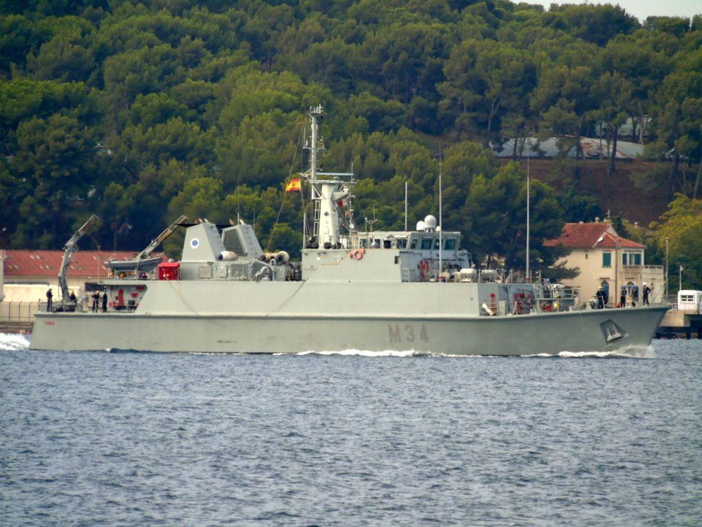 TURIA  M34 , dragueur de mines de la marine espagnole  , arrivant dans le port de Toulon le 13 septembre