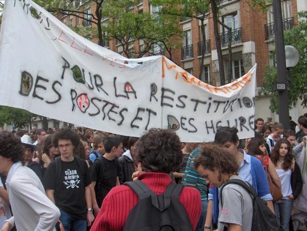 Enseignants, lycéens et fonctionnaires manifestent pour que le gouvernement donne aux services publics les moyens de leur ambition.