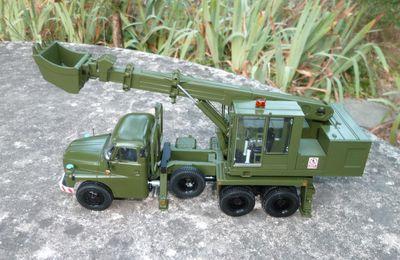 Tatra 148 pelle du génie UDS 110  (SSM - 1/43 - par Hervé C.)