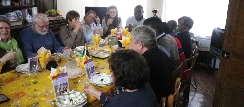 L'ouverture de la Semaine Missionnaire Mondiale s'est passée de façon tout à fait spéciale et originale dans les manèges de DUCLAIR , petit ville en bord de Seine ! C'était à la fois dynamique et saisissant de simplicité : les paroissiens ét
