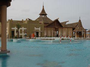 La piscine...juste pour le plaisir des yeux car non chauffée.