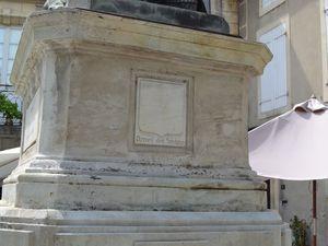Les armes de la famille Sévigné. Une souscription nationale, à élevé cette statue à l'immortelle Madame de Sévigné !!! Le 4 Octobre 1857.