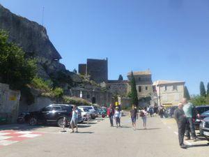 Les Baux de Provence, arrivée au site, vue sur le vallon nord, CL. Elisabeth Poulain
