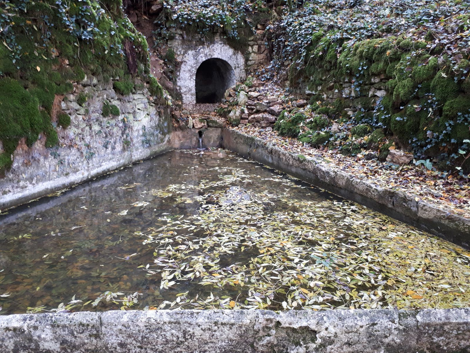 Fontaine de Branty restaurée en 2002