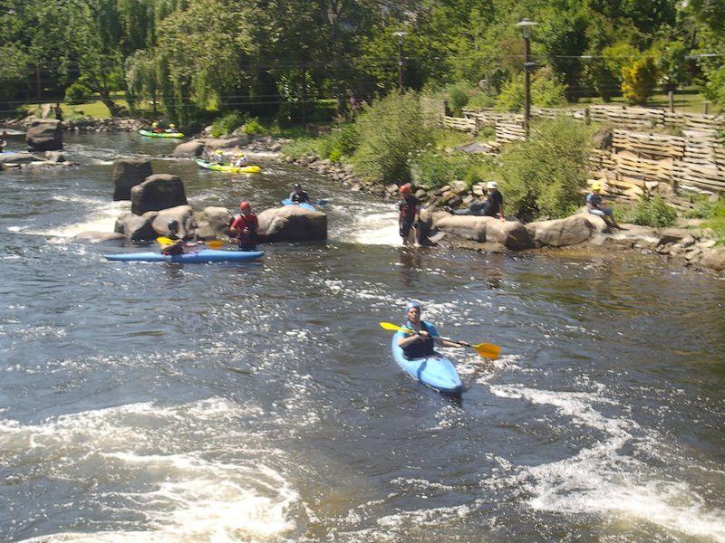 Le défi des écoles des 24h kayak 2010. 694 enfants participent à cette course effrénée de kayaks, pour 26 écoles différentes, et se relaient à chaque tour.