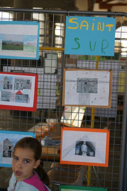 650 élèves des écoles publiques du secteur d'Aigueperse et leurs équipes pédagogiques se sont retrouvés toute la journée du 21 mai 2010 à Aigueperse pour présenter le travail effectué en classe, les démarches employées, découvrir celui d