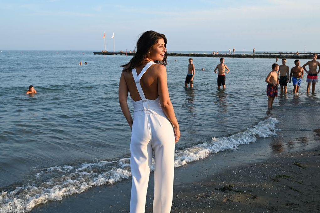 Venezia 76, in bianco e a piedi nudi: il debutto della madrina Alessandra Mastronardi