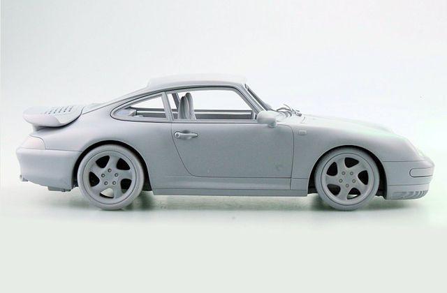 1/12 : Top Marques travaille sur la Porsche 911 (993) Turbo
