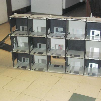 Garage de voiture en disquettes