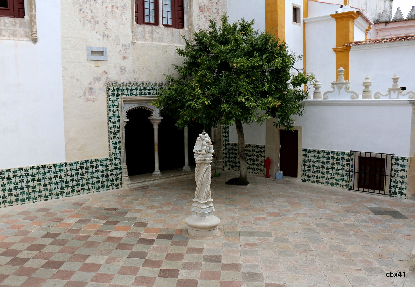 Patio central du Palais National de Sintra (Portugal)