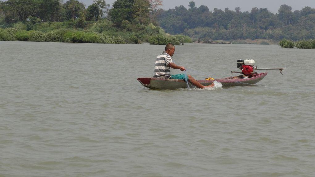 L'eau, source de vie, la pêche, des petits ponts de bois, le Mékong et ses affluents ...