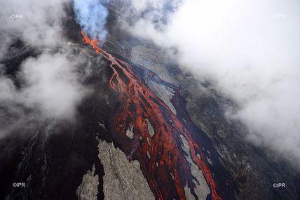 Le dernier réveil du Piton de la Fournaise du 2 au 6 avril 2020 : une éruption confinée à l'abri des regards.  En attendant la prochaine éruption