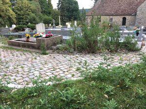 Lettre au maire de Saint-Lambert d'une habitante qui y vit depuis son enfance et qui dénonce l'état déplorable du cimetière de la commune …