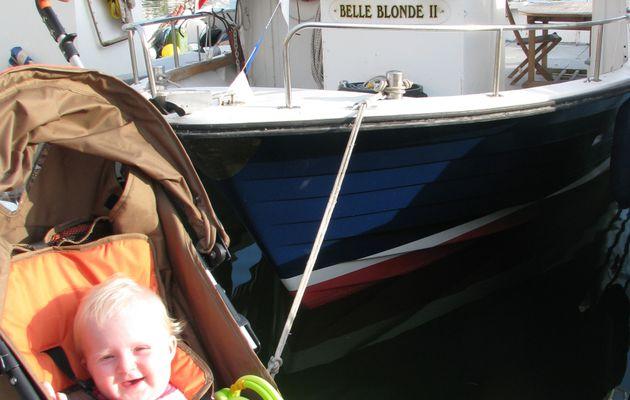 Margaux découvre la mer méditerrannée à Cassis - 1er juillet 2009